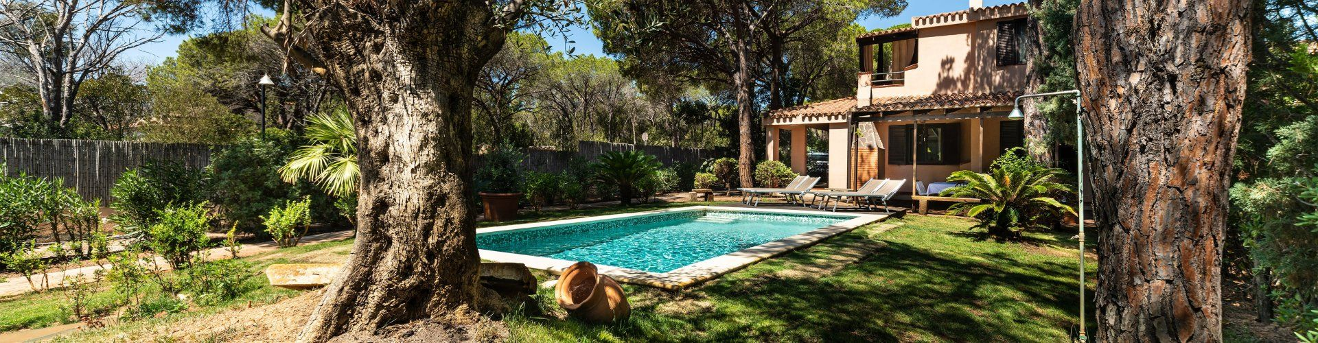 Holidayhome with private pool and mediterranean garden