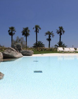 Big pool for the guests of Li Conchi