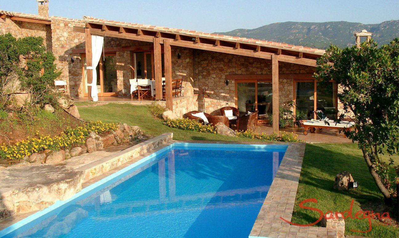 Exclusive villa with pool in Sardinia | discover-sardinia.com