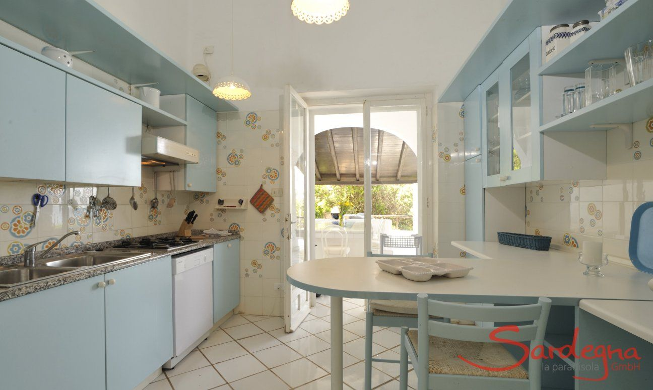 Fully equipped kitchen with door to the terrace  Villa Belle, Torre delle Stelle