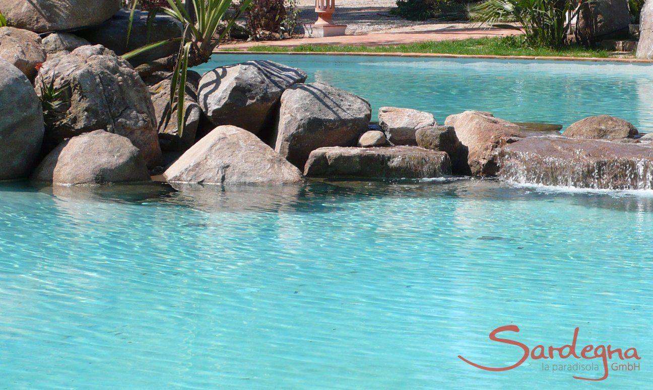 Pool with granite rocks Li Conchi, Cala Sinzias