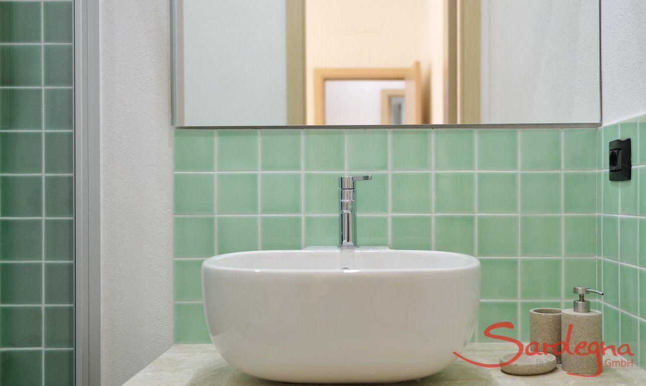 Bathroom 1, Detail