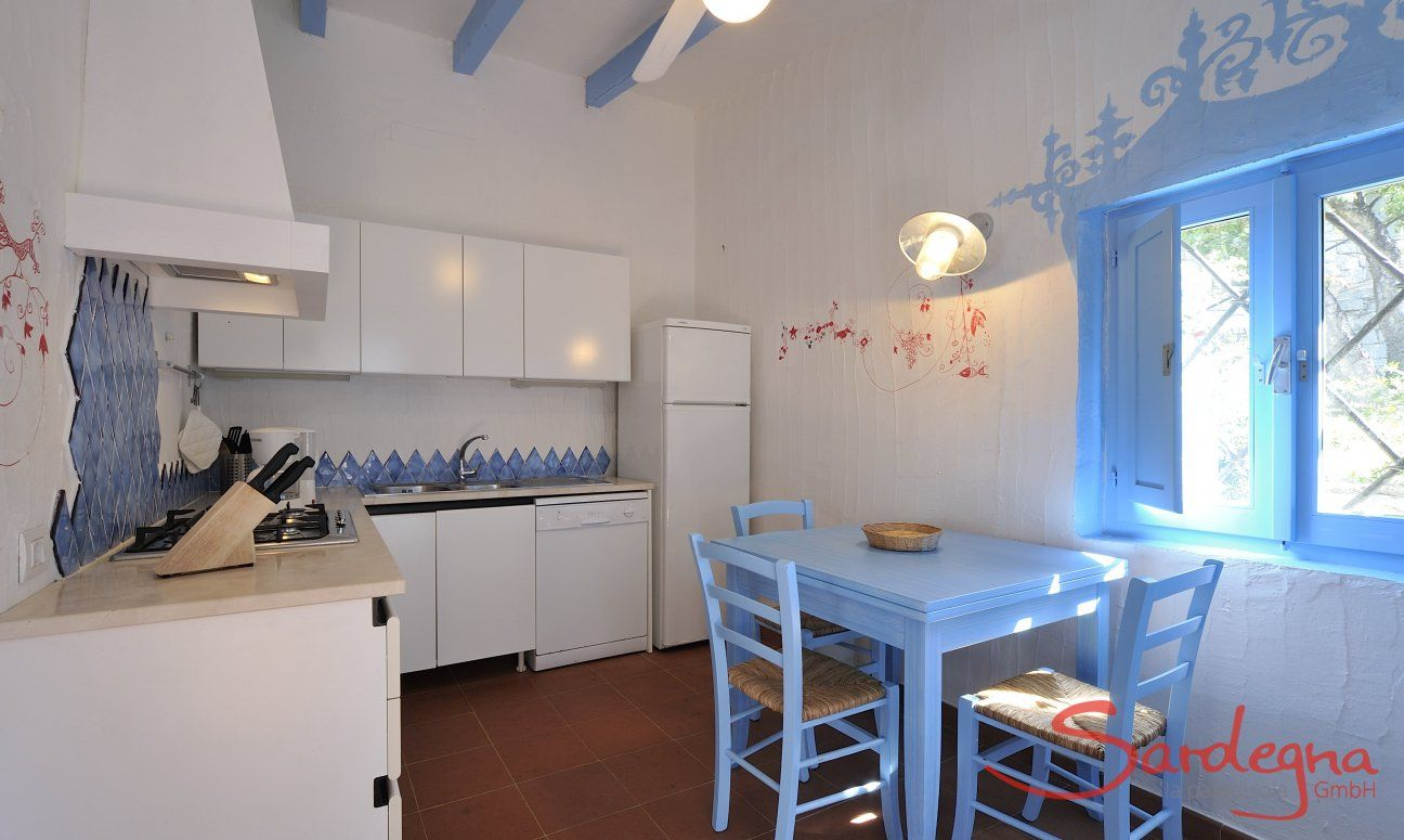Fully equipped kitchen with a small dining table  Casa 20, Sant Elmo