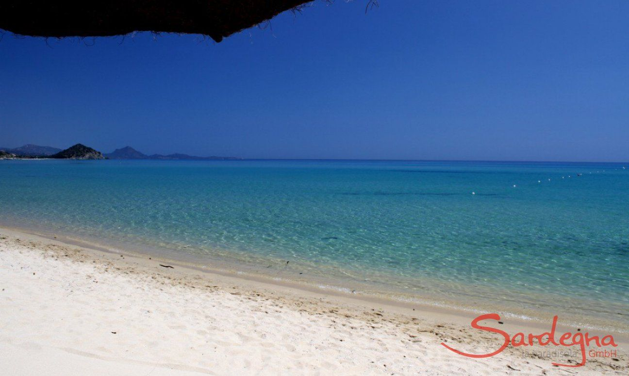 White sand and crystalclear water on the beach of Cala Sinzias, only about 1.5 miles from Li Conchi