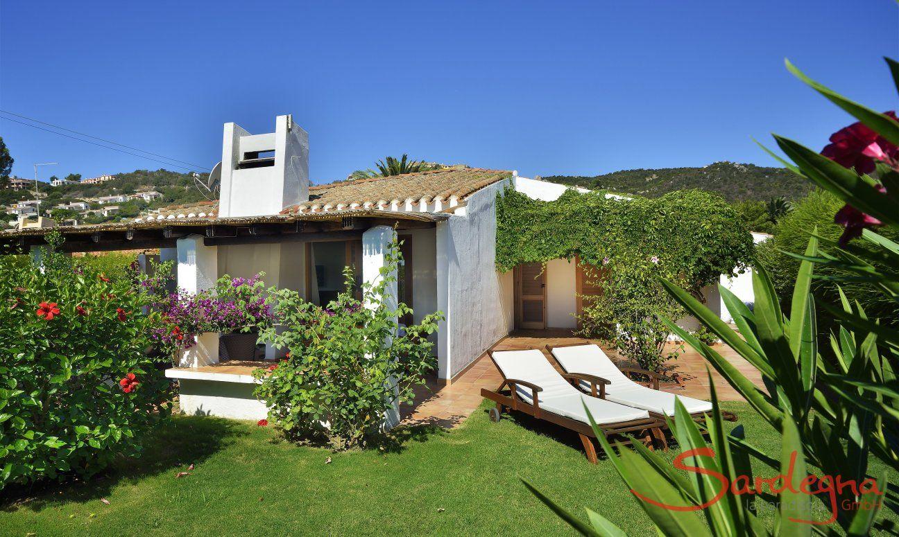 Villa Kika | View of the garden and the villa