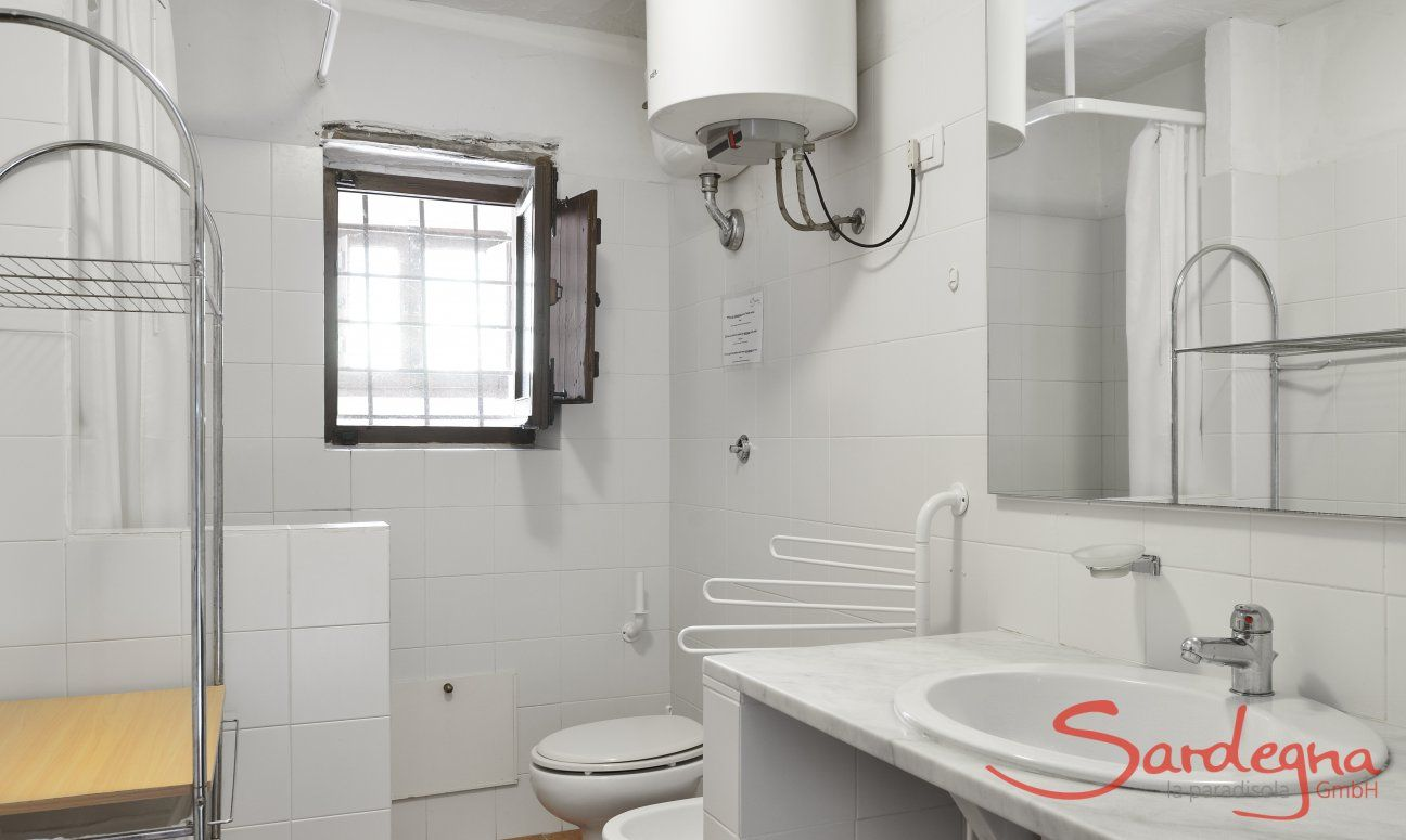 Bathroom groundfloor with shower and bidet