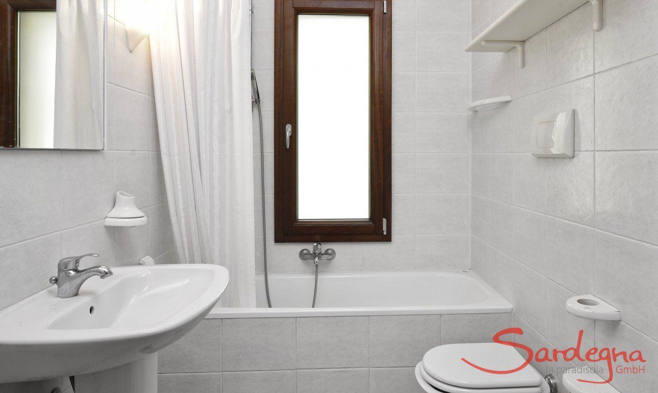 Bathroom 2 with bathtub