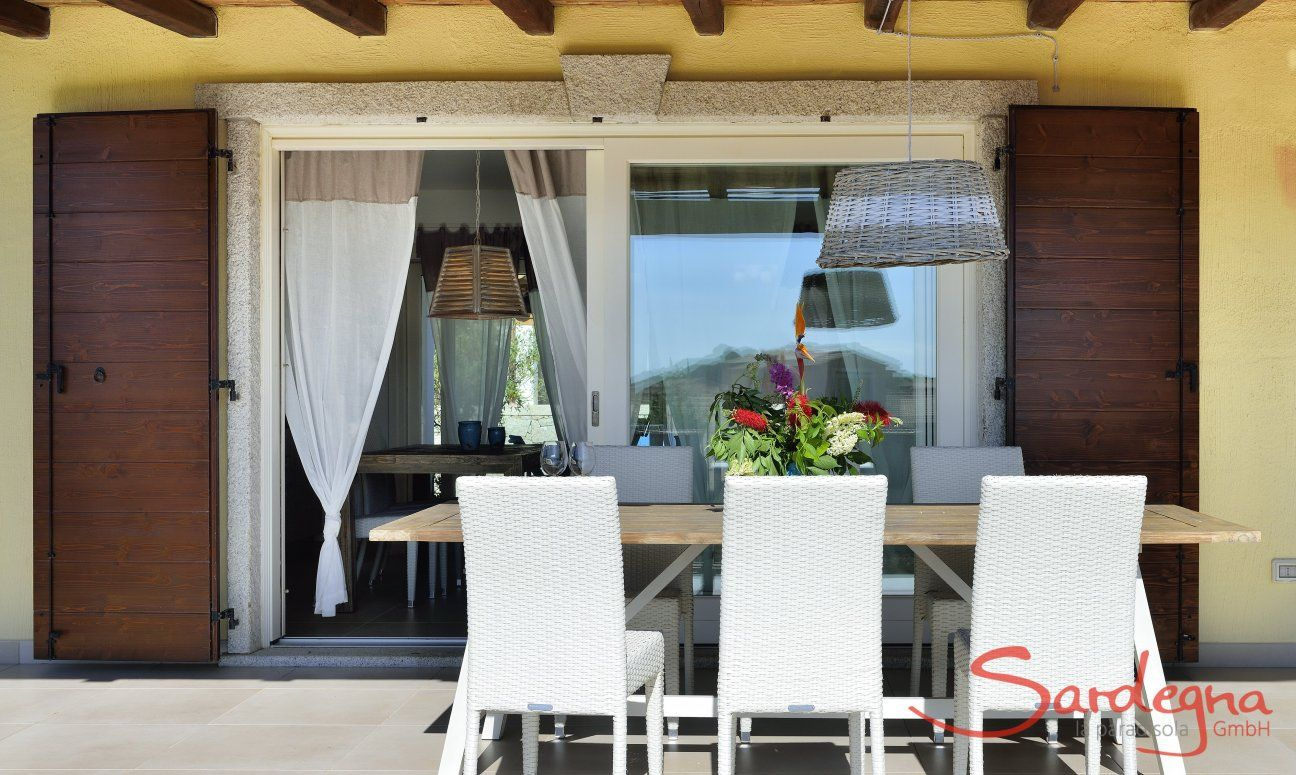 Dining on the terrace of  Villa Campidano 20