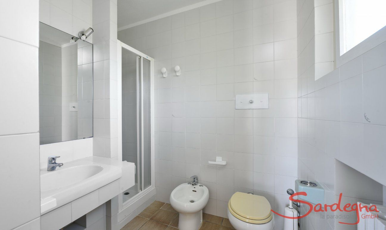 Bathroom first floor with shower and bidet