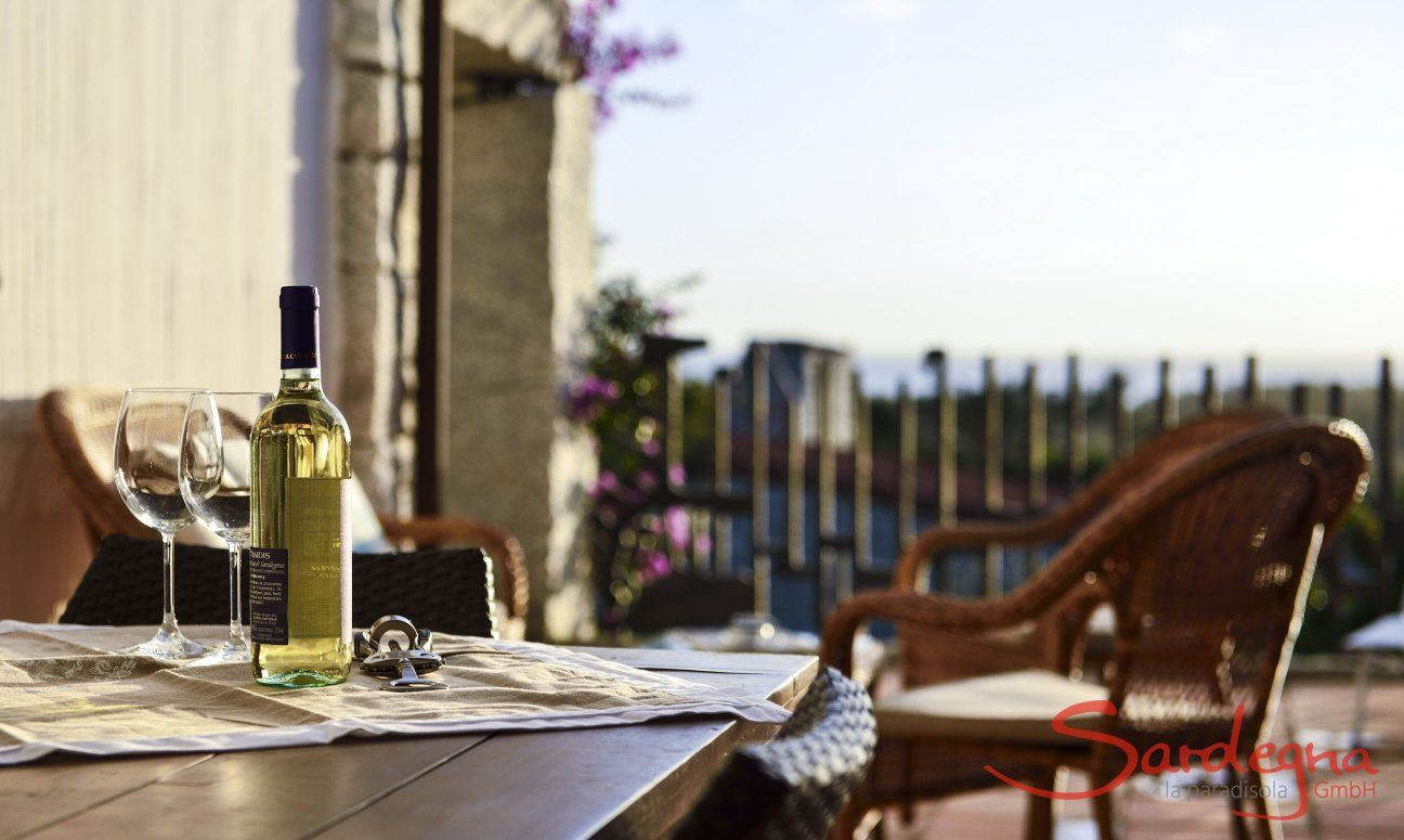 White wine with two glasses on the terrace with sea view of  Li Conchi 7