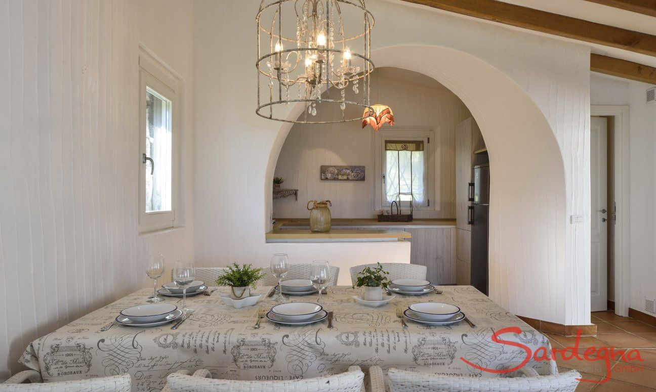 Dining with view to the kitchen  Li Conchi 7