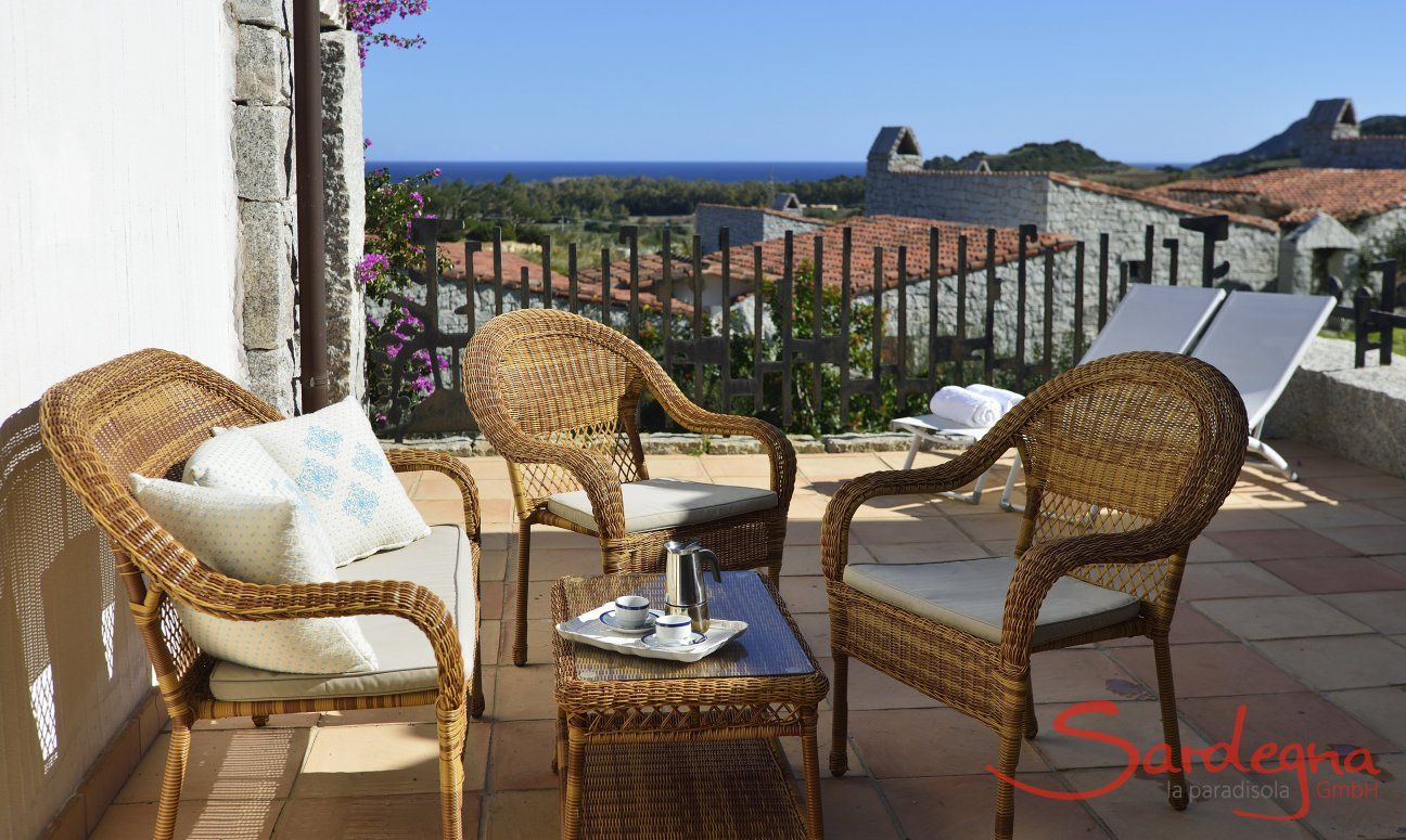 Terrace with outside sofa and ocean view, holiday home  Li Conchi 7