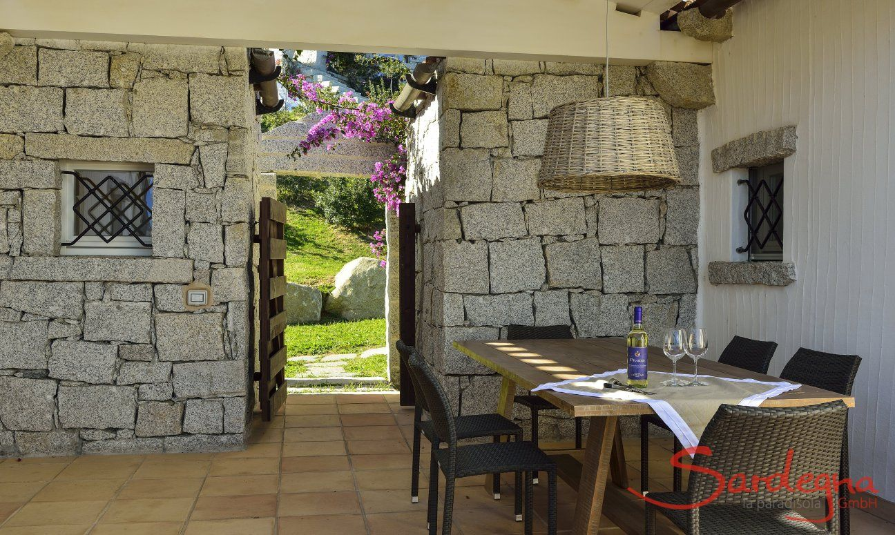 Dining table on the partially roofed terrace of  Li Conchi 7