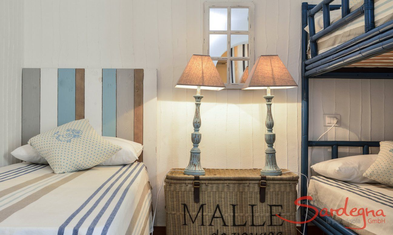 Bedroom with loft bed and single bed Li Conchi 9, Cala Sinzias