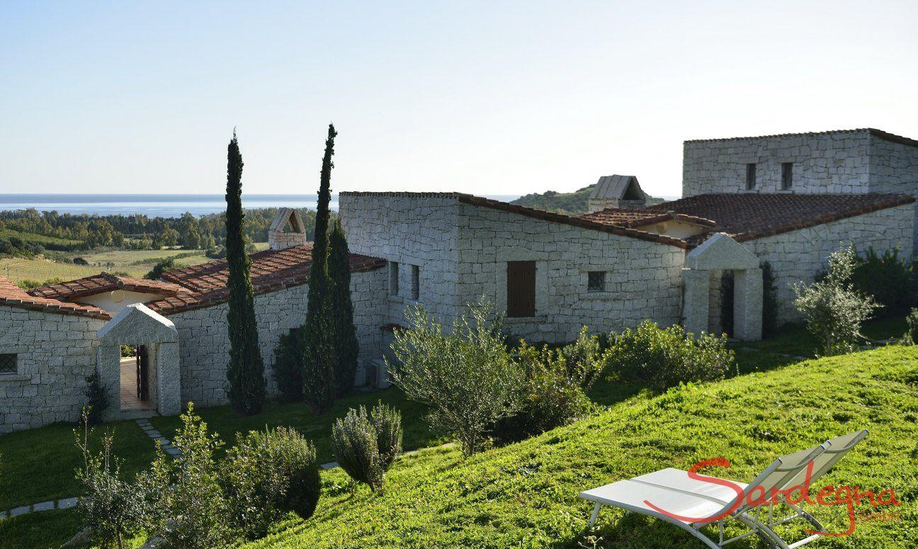 Garden with sunbeds and sea view  Li Conchi 10, Cala Sinzias