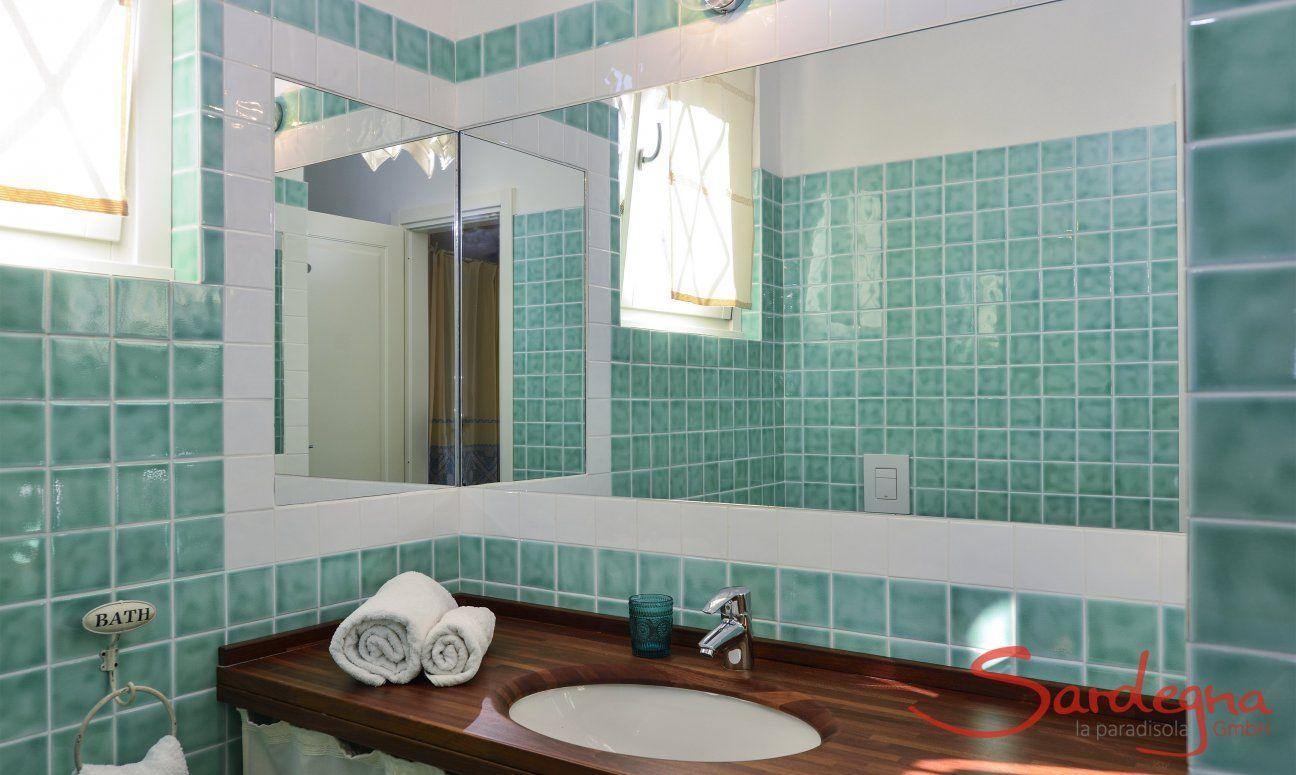 Ensuite Bathroom with shower Li Conchi 10, Cala Sinzias