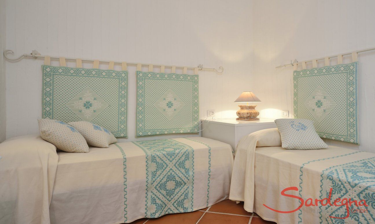 Bedroom with two single beds Li Conchi 10, Cala Sinzias