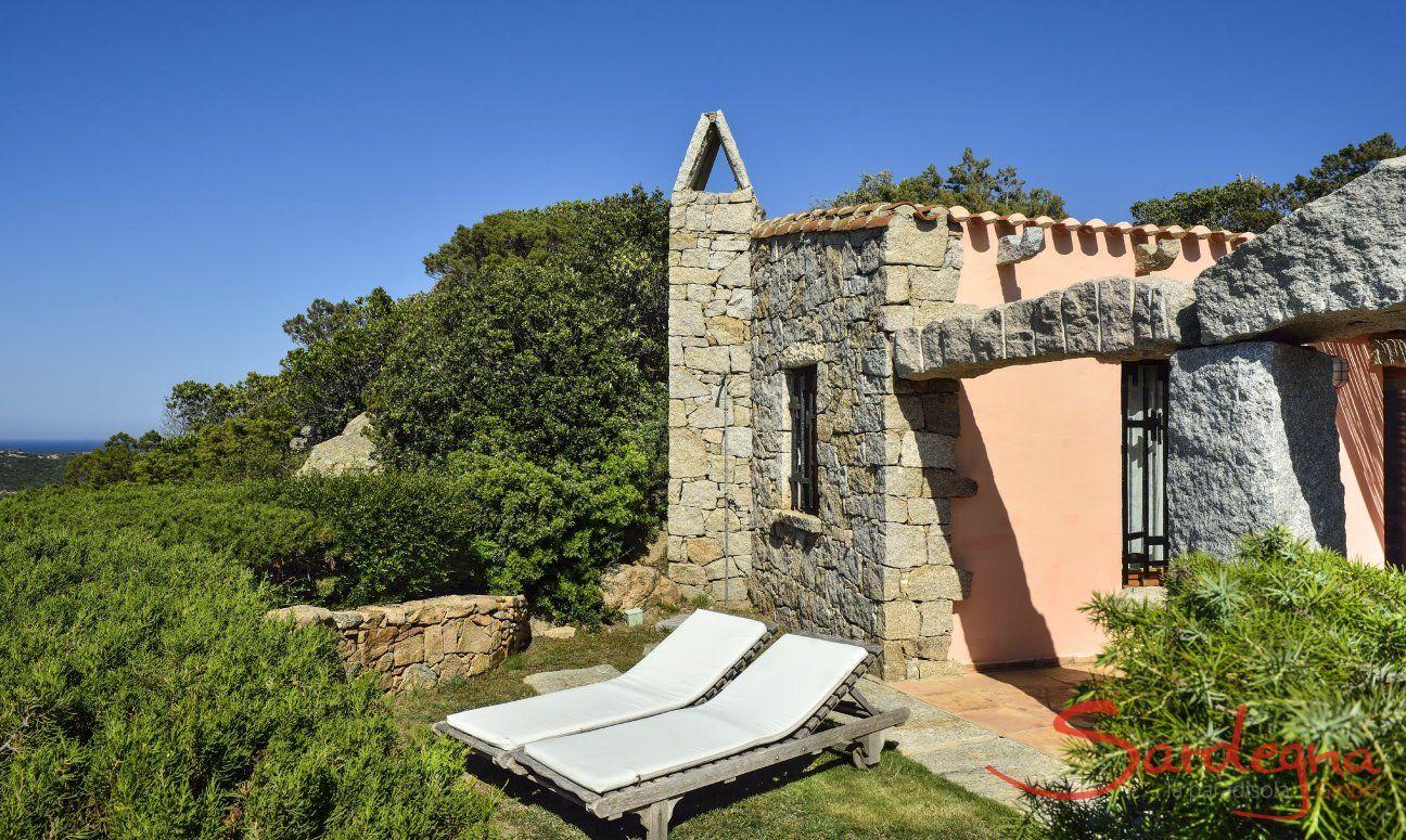 Villa Domus 9d with a small garden