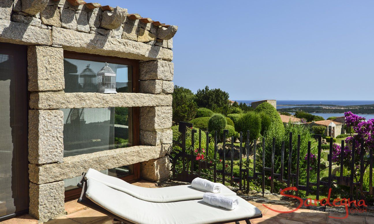 Terrace with sunbeds and seaview of Villa Domus 16