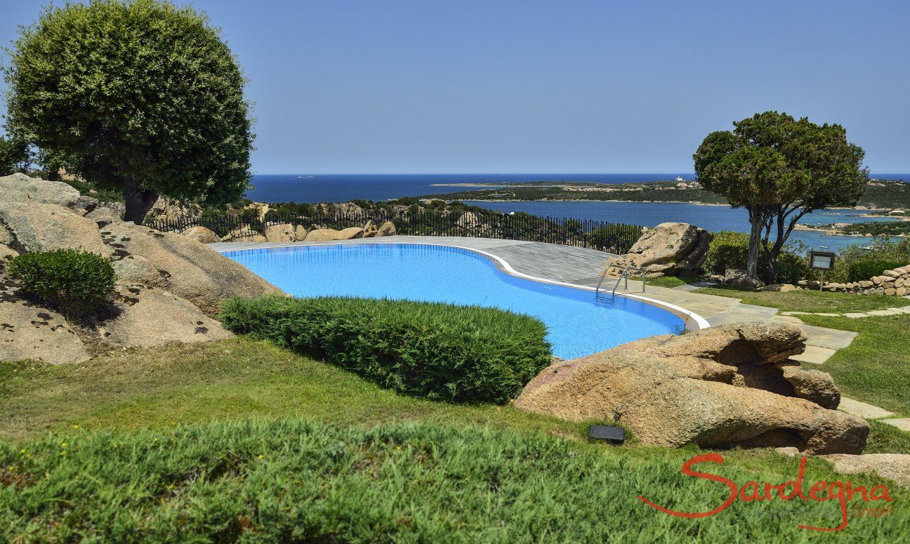 Shared pool with sea view