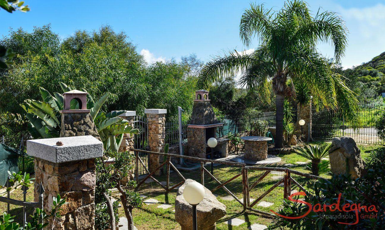 Garden owith brick barbeque