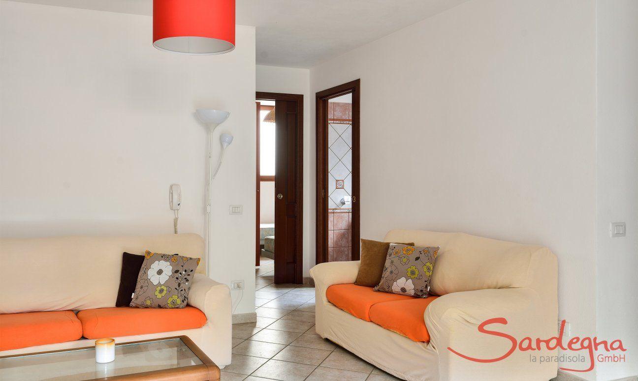 Living souterrain with a sofa corner