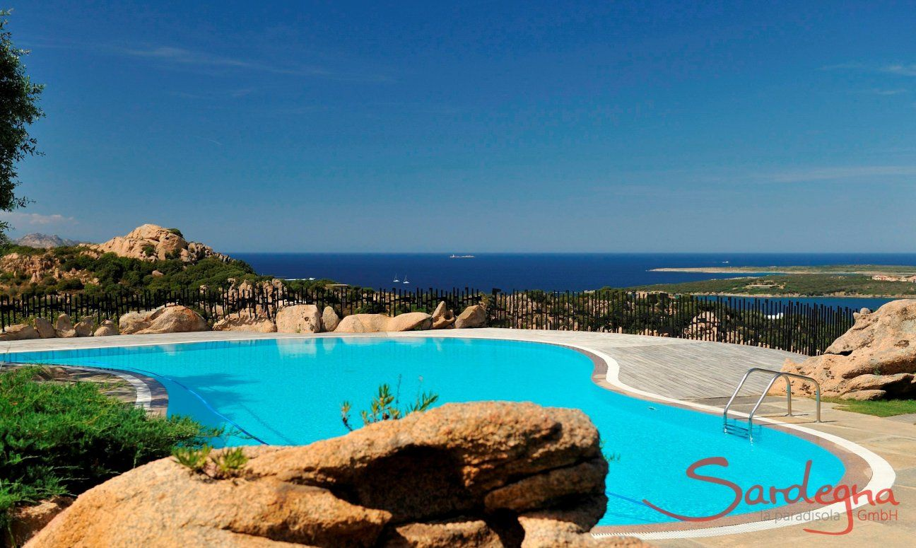 Pool for the guests of Domus de Pitrizza, opened from mid-May to mid-October