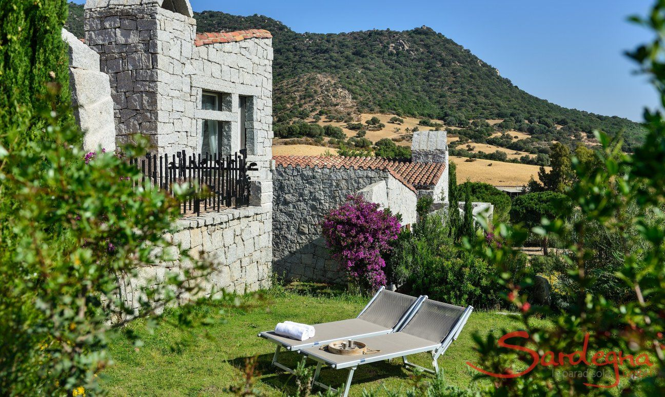Natural mediterranean garden of the holiday home Li Conchi 5