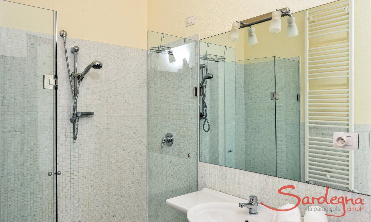 Bathroom 3 with a glass shower