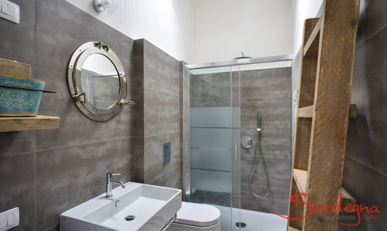 Modern bathroom 1 with glas shower