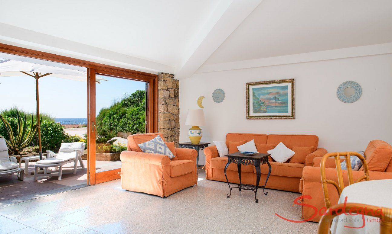 Bright living area with sea view