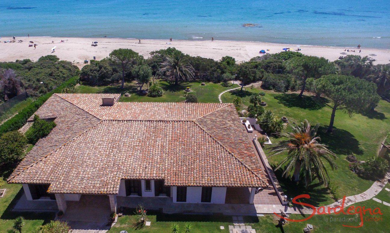 Villa Nautillus, first row to the beach