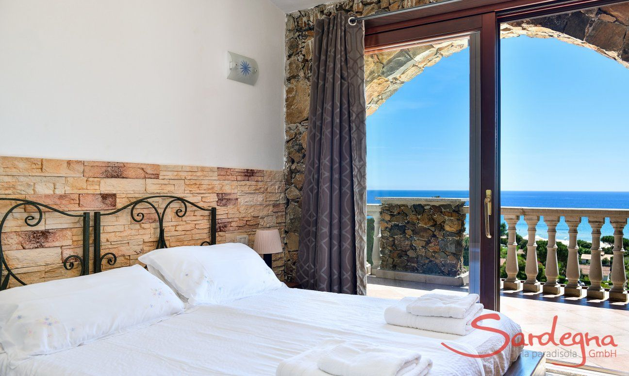 Bedroom 1 with with terrace access and sea view
