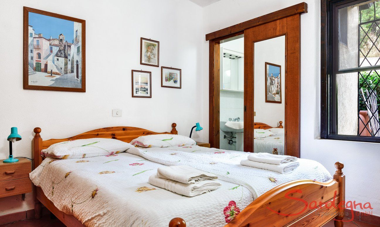 Bedroom 2 with Ensuite-bathroom
