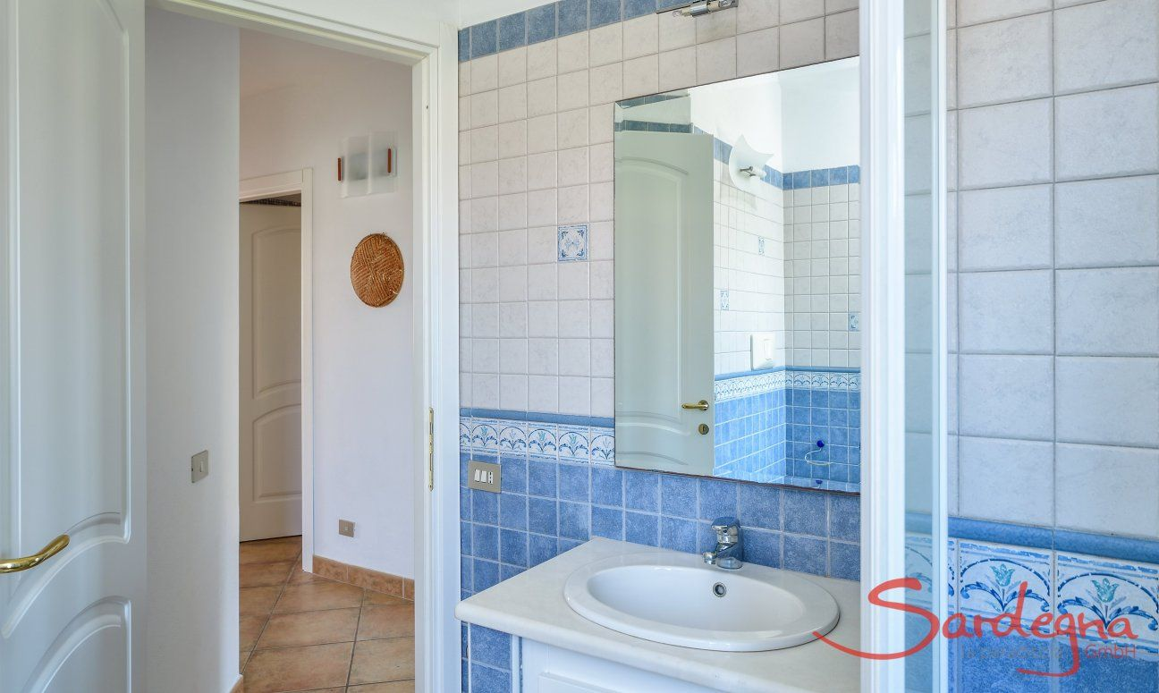 Bathroom 2 with shower