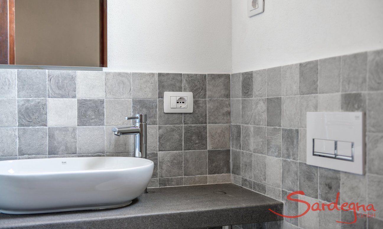 Bathroom 2, Detail