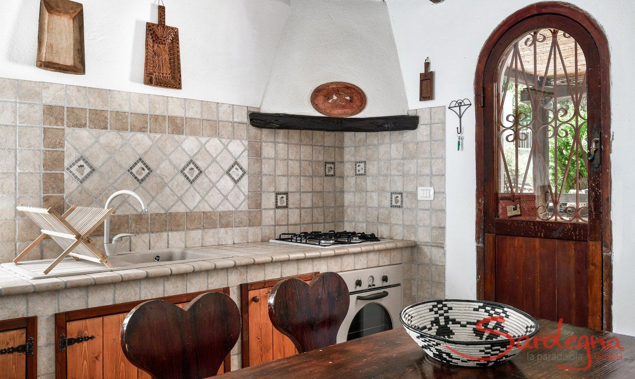 Kitchencounter with oven and gas stove