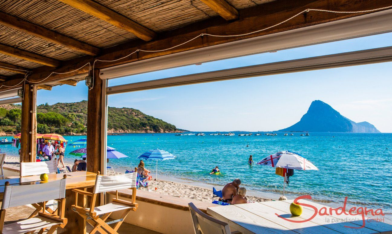 Bar and restaurant direclty on the beach of Porto Taverna