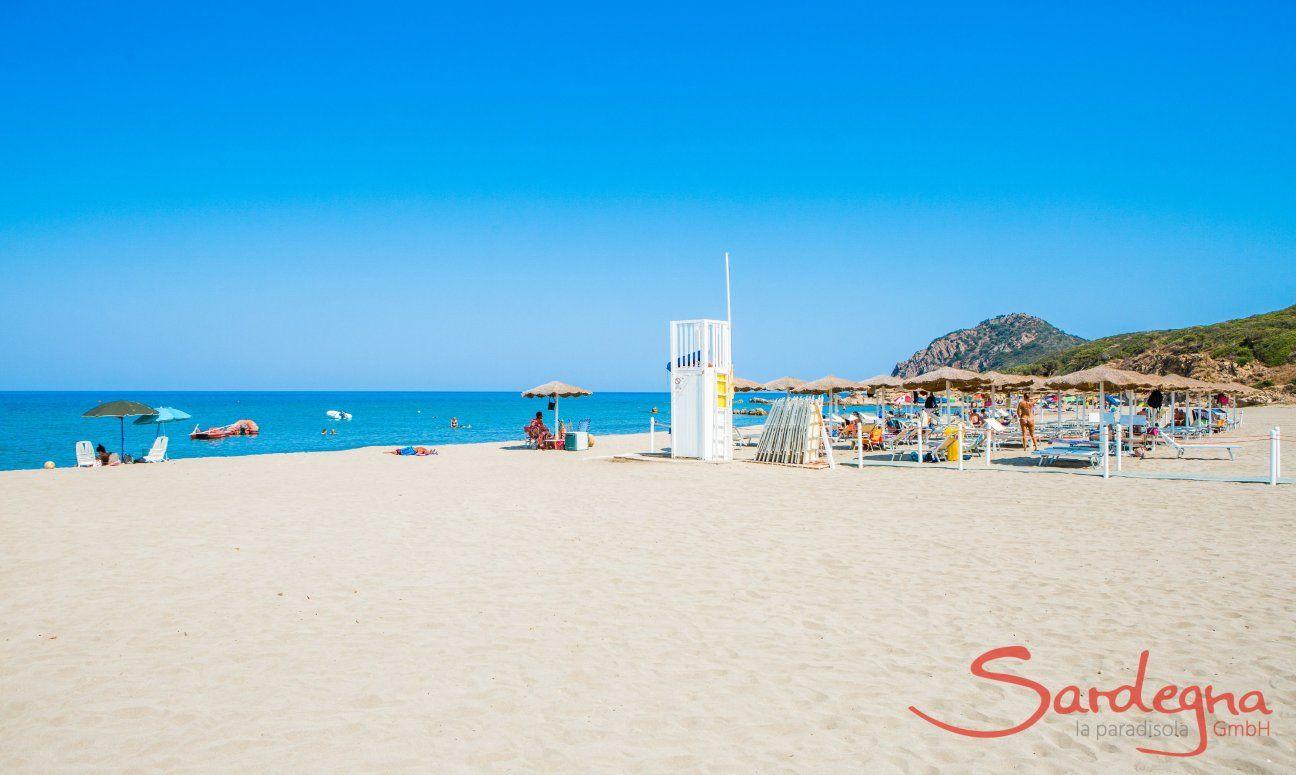 Large, white sandy beach Feraxi and ombrellas from the lido Il Delfino