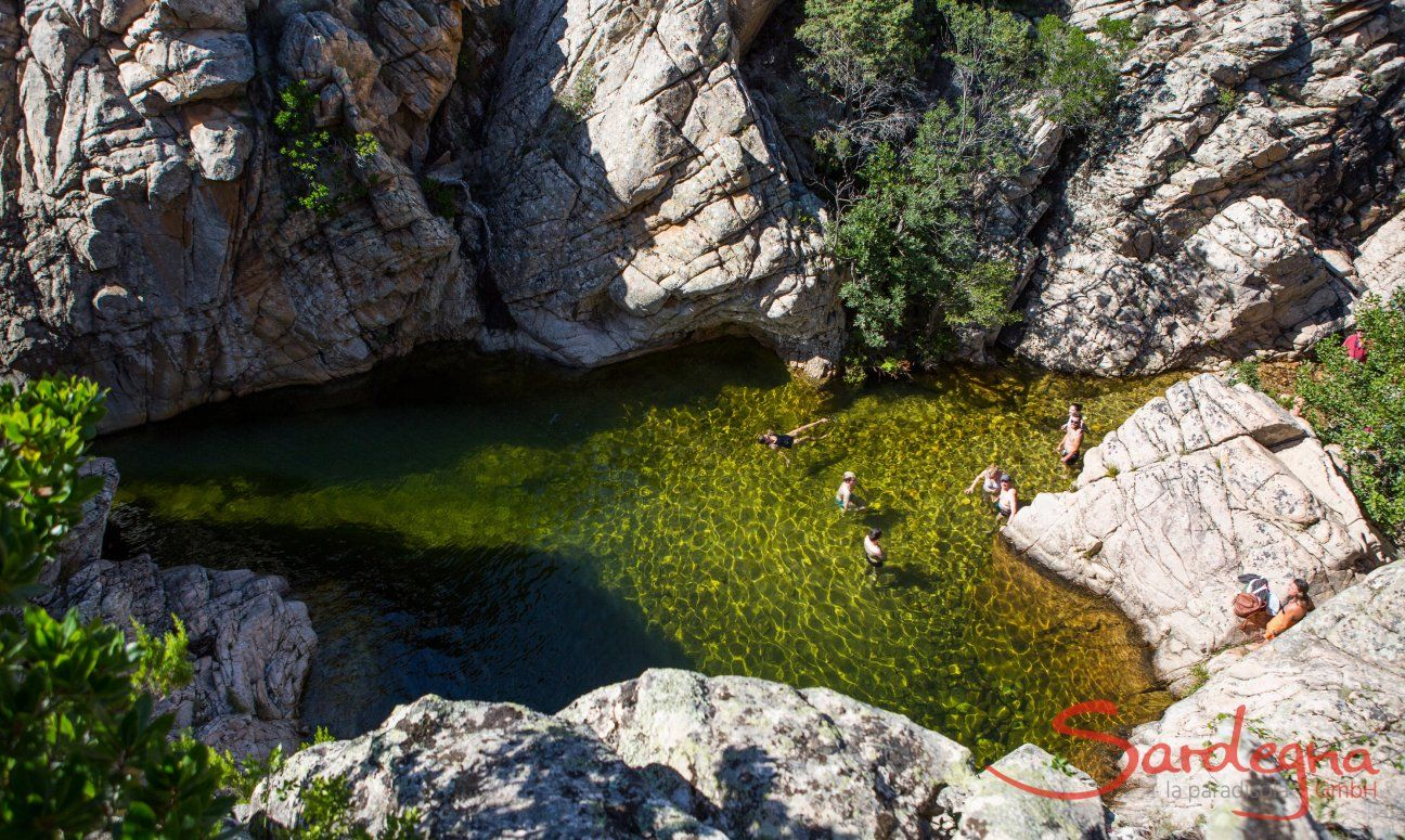 Trekking and bathing in the mountains behind San Teodoro