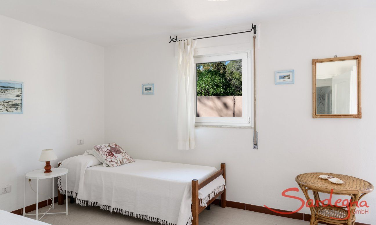 Bedroom with two single beds Su Faru 3 Pula