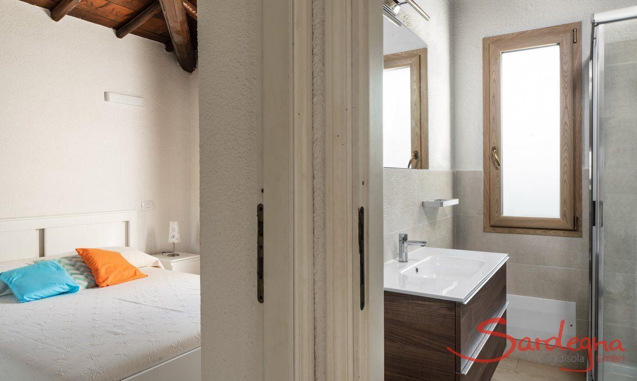 Bathroom and bedroom view Villetta Fabio Costa Rei