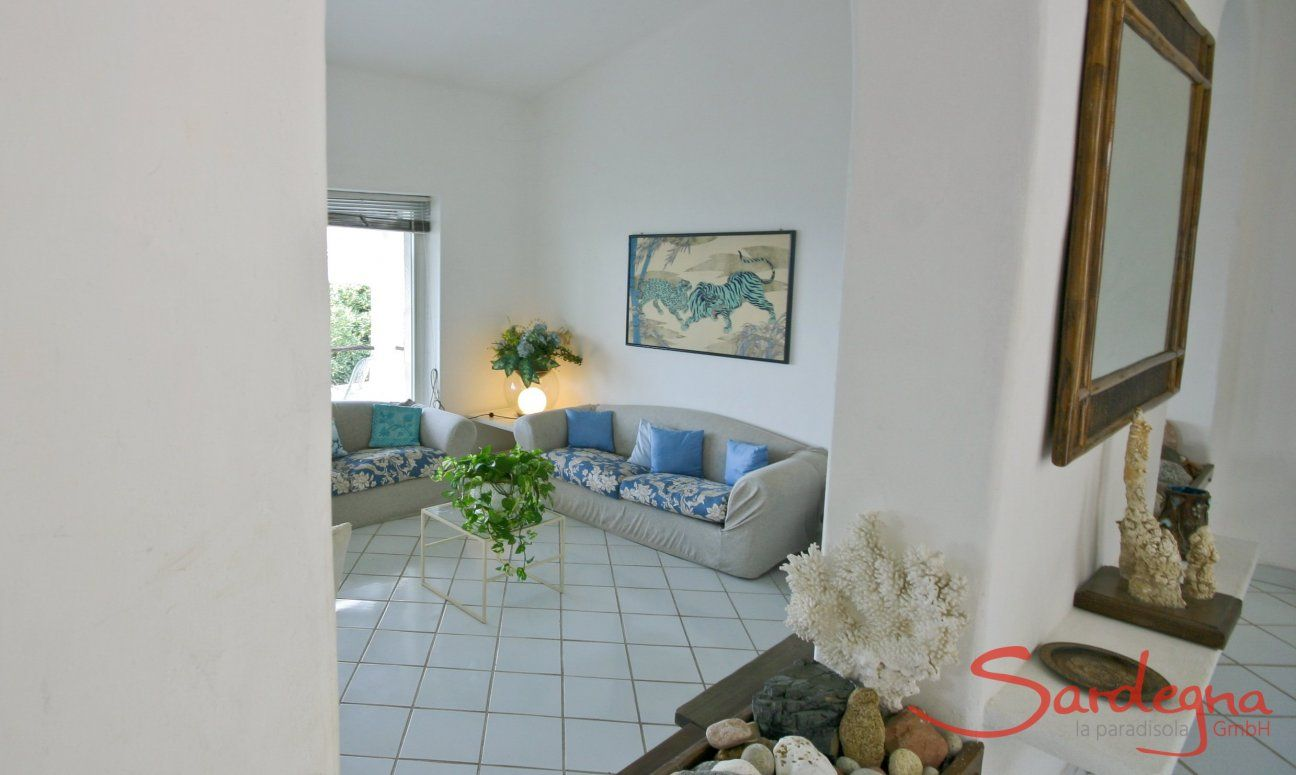 Open arch between entrance and living room