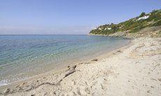 Strand Cann'è Sisa westlich der Anlage Torre delle Stelle