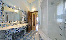 Bathroom 1 with a big shower