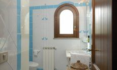 Bathroom 1 (upstairs)