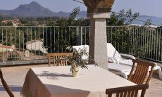 Terrace with dining tabe and sea view