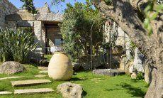 Casa Grecino embedded in sardinian nature