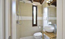 Modern main bath with a shower