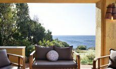 Lounge furniture to relax with a sea view